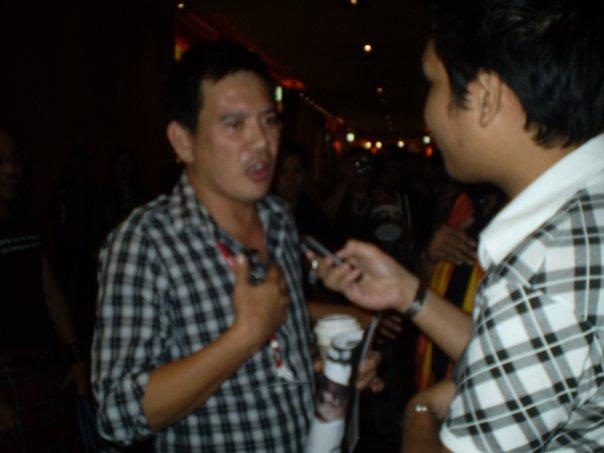 Man of the Rose a la reporter interviewing Brillante Mendoza